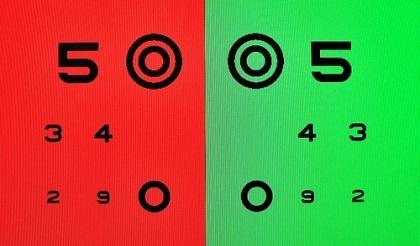 何の検査?メガネの視力検査で赤と緑でどちらが見やすい?