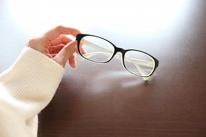 うそ?かけたり外したりは目に悪い?視力に影響する?